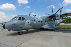 双涡轮螺旋桨发动机作战军事运输航空器伊兹住处C-295M 图库摄影