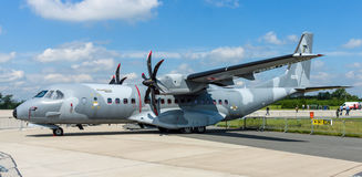 双涡轮螺旋桨发动机作战军事运输航空器伊兹住处C-295M 免版税库存照片
