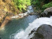 双瀑布在Sambangan秘密花园在巴厘岛,印度尼西亚 库存图片