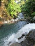 双瀑布在Sambangan秘密花园在巴厘岛,印度尼西亚 免版税库存图片