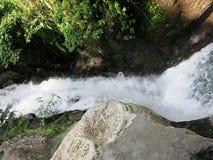 双瀑布在Sambangan秘密花园在巴厘岛,印度尼西亚 库存照片