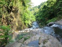 双瀑布在Sambangan秘密花园在巴厘岛,印度尼西亚 免版税库存照片