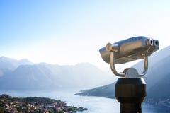 双眼城市的视图 固定式种类双筒望远镜- binoskop 免版税库存图片