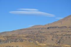 双突透镜的云彩和沙漠里奇,华盛顿 库存照片