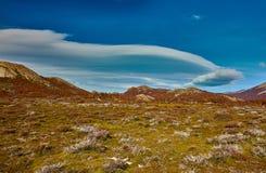 双突透镜的云彩在国家公园Los Glaciares 阿根廷巴塔哥尼亚在秋天 免版税库存图片