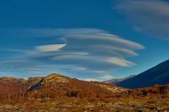 双突透镜的云彩在国家公园Los Glaciares 阿根廷巴塔哥尼亚在秋天 库存照片