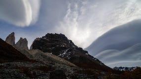 双突透镜的云彩在巴塔哥尼亚的托里斯del潘恩国家公园,智利 免版税库存图片