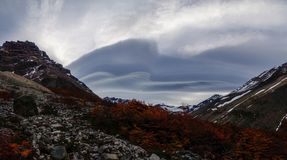 双突透镜的云彩在巴塔哥尼亚的托里斯del潘恩国家公园,智利 库存图片