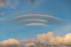 双突透镜的云彩 免版税库存图片