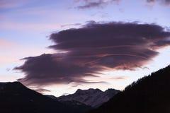 双突透镜的云彩 库存照片