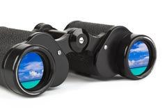 双筒望远镜反映海运天空 免版税库存图片