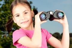 双筒望远镜女孩一点 免版税库存图片