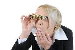 双筒望远镜女实业家查找 免版税库存照片