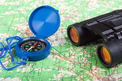 双筒望远镜指南针 免版税库存照片