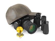 双筒望远镜照相机盖帽指南针照片 图库摄影
