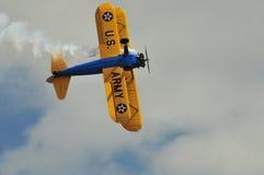 双翼飞机底部stearman视图 免版税库存图片