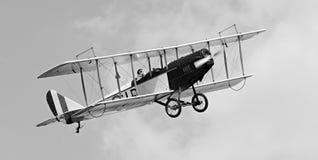 双翼飞机有历史的天空 免版税库存照片