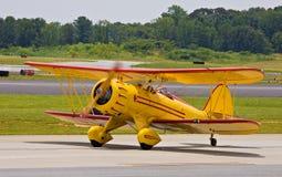 双翼飞机经典着陆 库存照片