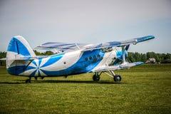 双翼飞机 免版税库存图片