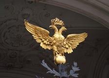 双老鹰朝向偏僻寺院彼得斯堡圣徒 免版税库存图片