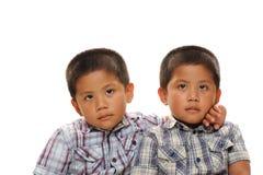 双胞胎亚裔男孩 免版税库存照片