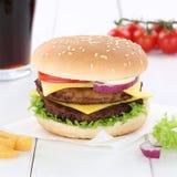 双重乳酪汉堡汉堡包汉堡菜单膳食可乐饮料 库存照片