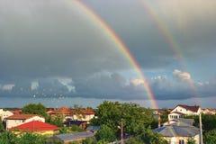双重彩虹在城市 免版税图库摄影