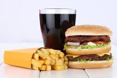 双重汉堡汉堡包和油炸物菜单膳食组合可乐喝 免版税库存照片