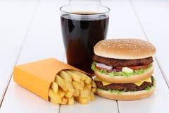 双重汉堡汉堡包和油炸物菜单膳食组合可乐 免版税库存图片
