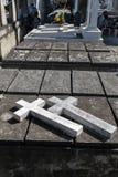 双重混凝土在叻丕府,泰国横渡在坟墓每年祝福的坟墓  免版税图库摄影