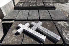双重混凝土在叻丕府,泰国横渡在坟墓每年祝福的坟墓  免版税库存图片