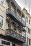 双重阳台线墙壁路直布罗陀 免版税库存照片