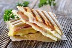 双重panini用火腿和乳酪 免版税库存图片