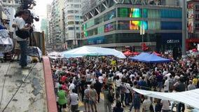 反占领人反对抗议者在路占领旺角2014年香港抗议的纳丹革命占领中央的伞 库存照片