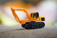 反向铲在反向铲黄色期间的建筑器材/挖掘机装载者机器 库存照片