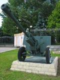 反大炮枪纪念碑老坦克 免版税库存照片
