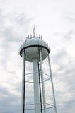 反对多云天空的水塔 库存照片