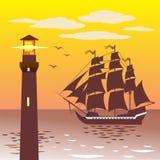 反对天空和海的灯塔剪影 免版税库存图片