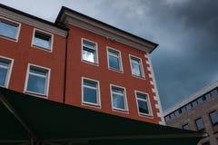 反对天空的大厦在城市明登,德国 免版税库存图片