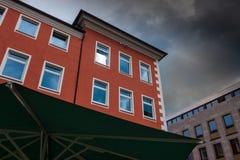 反对天空的大厦在城市明登,德国 免版税库存照片
