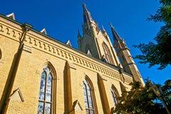 反对天空的大教堂尖顶 库存图片