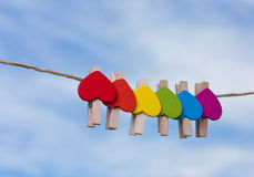 反对天空的彩虹心脏 免版税图库摄影