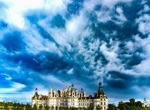 反对天空的美丽的城堡 库存图片