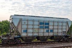反对天空的货车汽车 库存照片