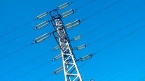 反对天空的输电线 免版税库存照片