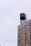 反对天空的水塔 免版税图库摄影