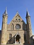 反对天空蔚蓝背景的哥特式教会 免版税库存照片