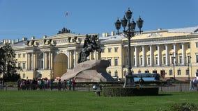 反对宪法立法机关,威严的天的大厦的古铜色御马者 参议院正方形,圣彼得堡 股票录像