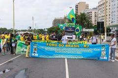 反对政府的示范在科帕卡巴纳,里约热内卢 免版税库存图片