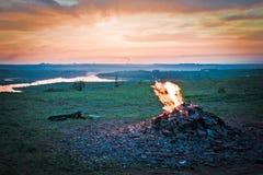 反对日落的火焰 免版税库存图片